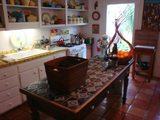 Key West Bed and Breakfast: The kitchen where the breakfast is served
