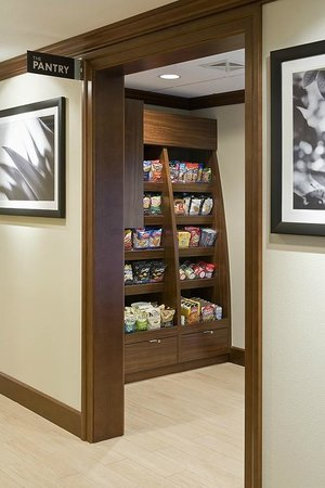 Staybridge Suites Montgomeryville: Large variety of snacks available