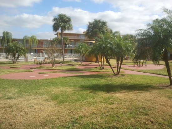 Days Inn Orlando/international Drive: Giardino interno