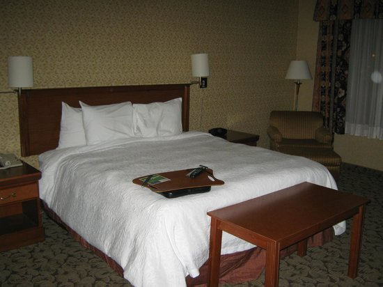 Hampton Inn And Suites Montreal : bed