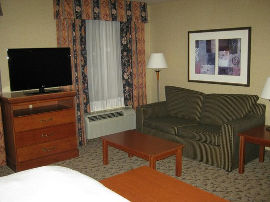 Hampton Inn And Suites Montreal : sitting area