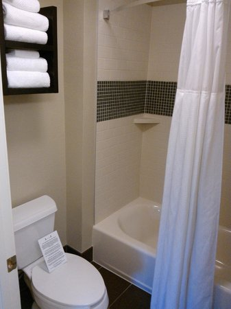 Staybridge Suites Austin Arboretum:                   Bathroom