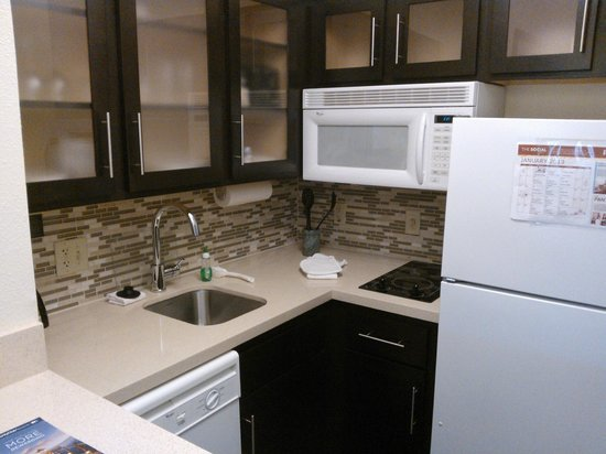 Staybridge Suites Austin Arboretum:                   Kitchen