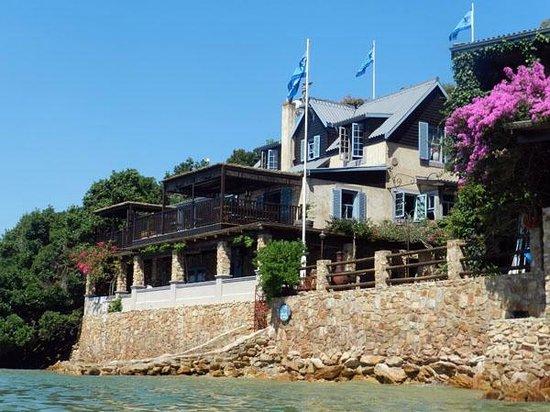 TwoAngels Guest House: TwAngels Main House from Lagoon