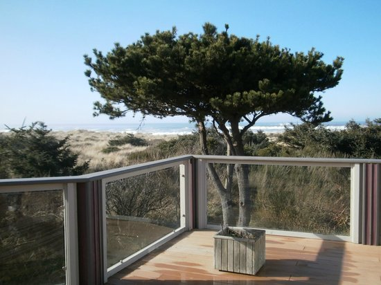 Gold Beach Inn:                   view from the hot tub deck