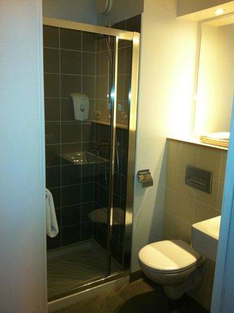 Premiere Classe Caen Nord - Memorial:                   Salle bain