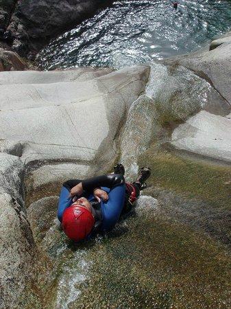 Vertical Aventure : Canyoning, Toboggans, sauts, rappels sous cascade!