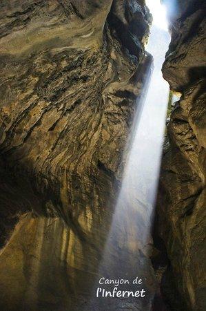 Vertical Aventure : Paysages préservés et secrets en canyoning vers Grenoble et Lyon