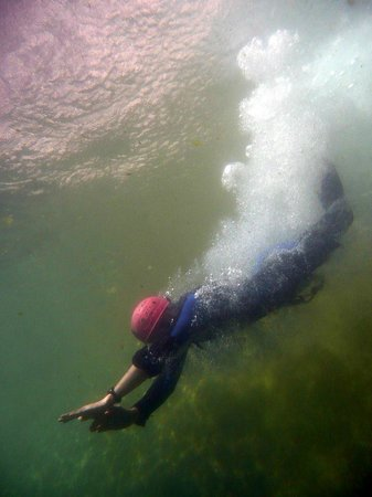 Vertical Aventure : Plongeon en Canyoning