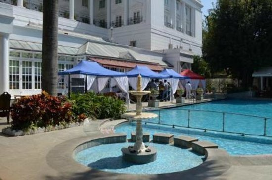 ITC Windsor, Bengaluru:                   Garden & Pool side.