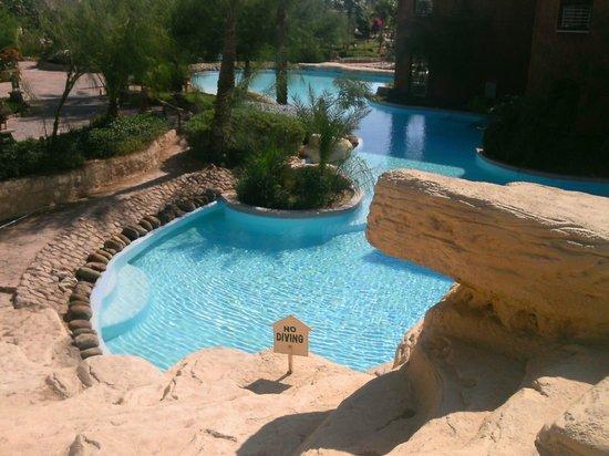 Laguna Vista Beach Resort : la piscina sotto la camera