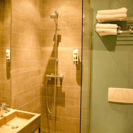 NL-Hotel Museumplein: Bathroom Comfort Room