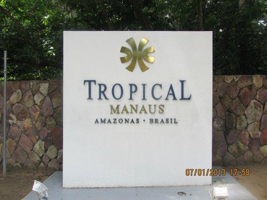 Tropical Manaus Ecoresort: das Hotellogo an der Einfahrt