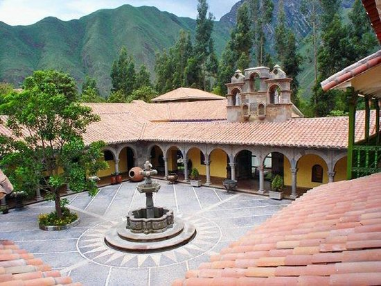 Aranwa Sacred Valley Hotel & Wellness:                   Hotel y patio interior
