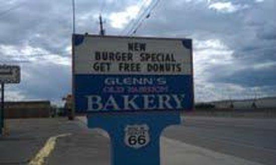 Sign for Glenn's on Historic Route 66