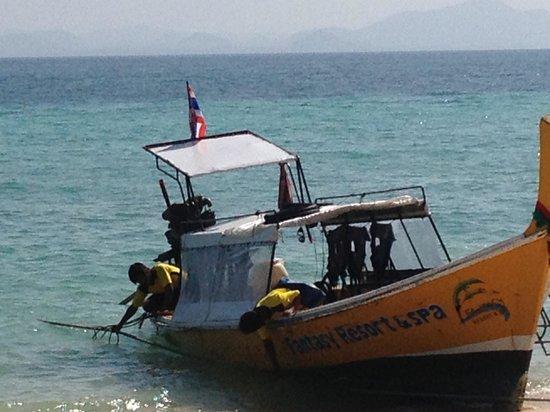 تابفاورين ريزورت:                                     2 min taxi boat to pier which costs 200bht plus 10%service c