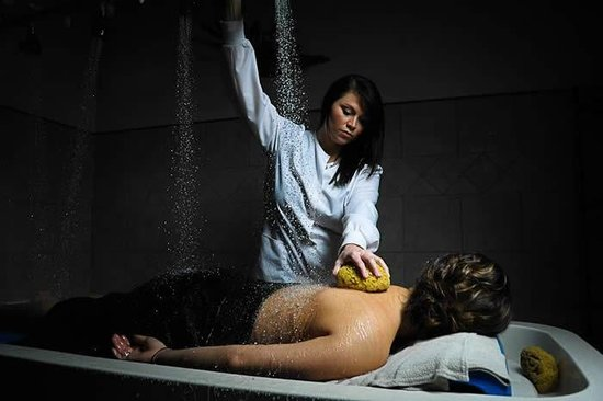 M Spa Salon and Day Spa: Vichy Shower