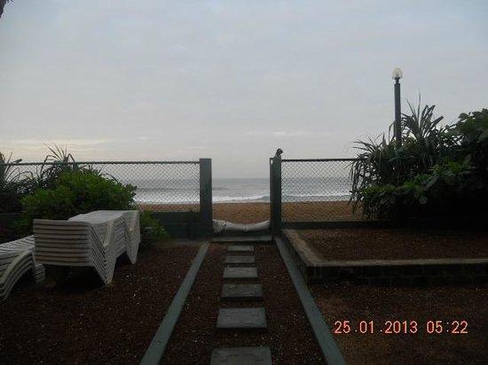 The Beach Is Closed At Night Photo De Roy Villa Beach