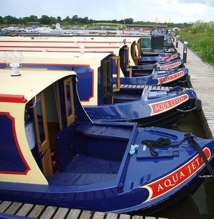 ‪Aqua Narrowboats‬