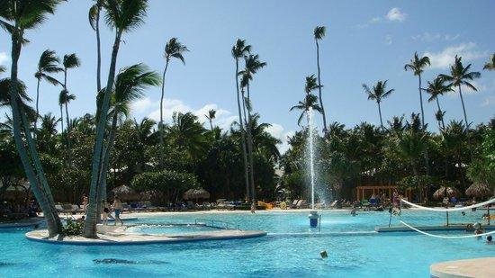 Iberostar Bavaro Suites:                   Vue d'une partie de la piscine