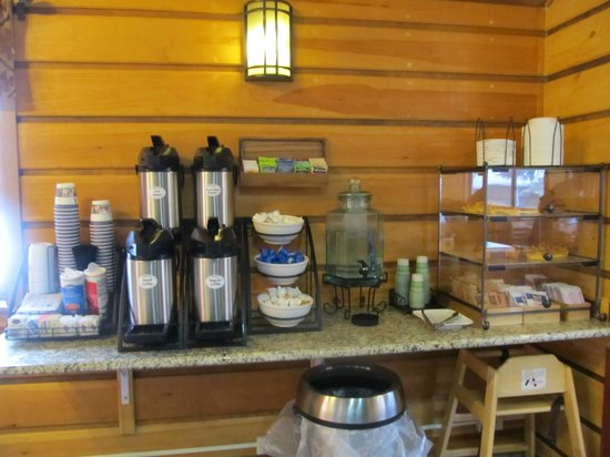 Best Western Ptarmigan Lodge: breakfast area