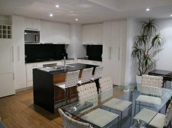 Seashells Mandurah : Cuisine, salle à manger - penthouse 6e étage