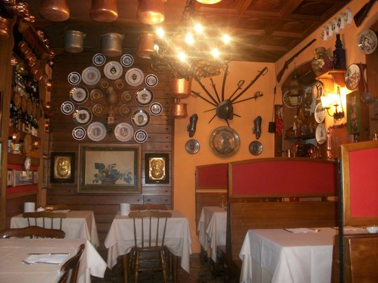 Hotel Agnello d'Oro:                   lovely dining room