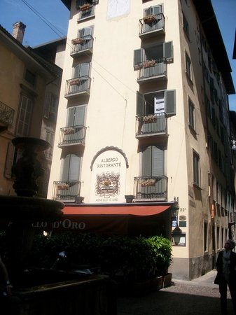 Hotel Agnello d'Oro:                   front of hotel