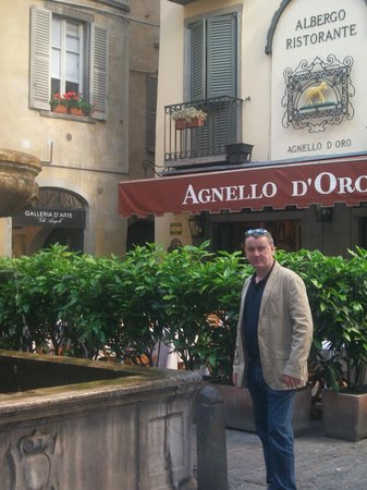 Hotel Agnello d'Oro :                   outside the hotel