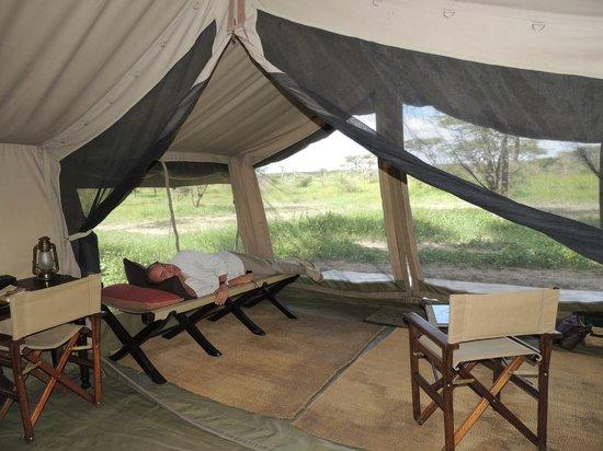 Olakira Camp, Asilia Africa:                   La tente, coin repos