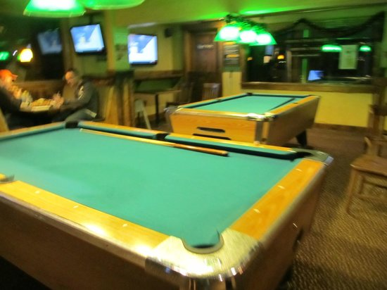 Dillon Dam Brewery: pool tables up stairs