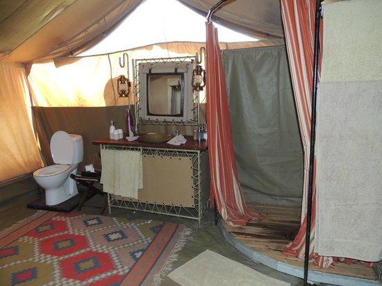 Olakira Camp, Asilia Africa:                   Salle de douches