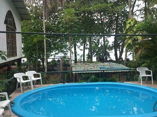 Jenny's Cabinas:                   A really smaaaall pool!                 