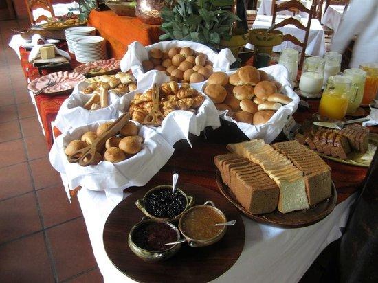 Inkaterra Machu Picchu Pueblo Hotel: Part of the breakfast buffet
