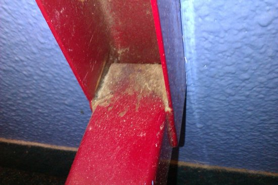 Metro Inns Teesside:                   Dirt surrounding bed post.