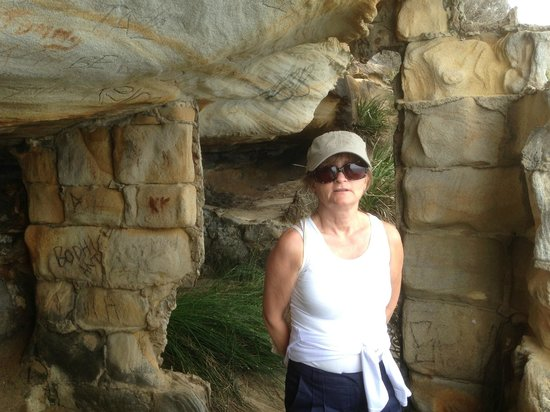 Sydney Coast Walks:                   The cave.