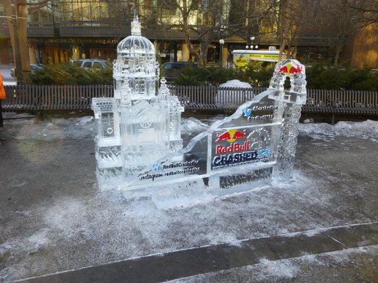 The Saint Paul Hotel: Across the street at Winter Carnival Ice Sculptures