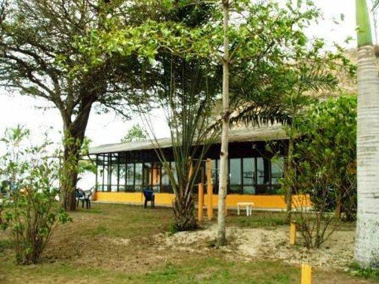 El Acantilado Beach Hotel: Comedor