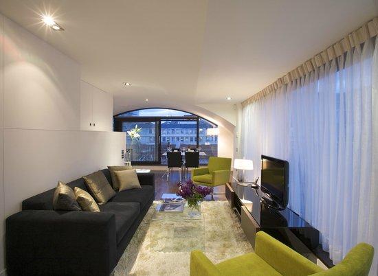 Fraser Residence Monument : Penthouse living room