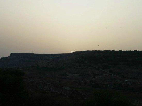 Mellieha Holiday Centre:                   Solnedgang set fra en tagterasse