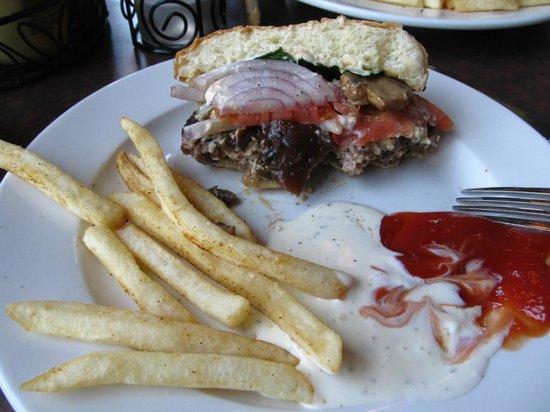 5th Avenue Grille: hamburger