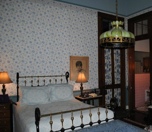 Lanaux Mansion:                   a view of the Weiland room