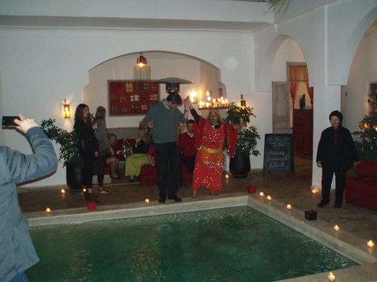 Riad Anyssates:                   Une soirée typique