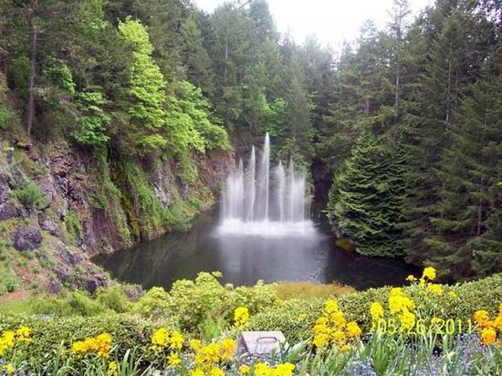 Butchart Gardens Brentwood Bay British Columbia Picture Of The Butchart Gardens Central