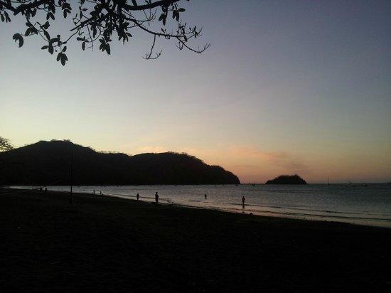 Las Espuelas Hotel:                   Atardecer en playas del coco a 40 minutos del hotel