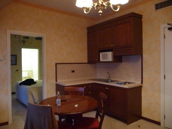 ATAHOTEL Linea Uno Residence:                   κουζινάκι με σαλονι