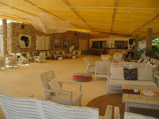 Kola Beach Resort:                   Teatro/Bar