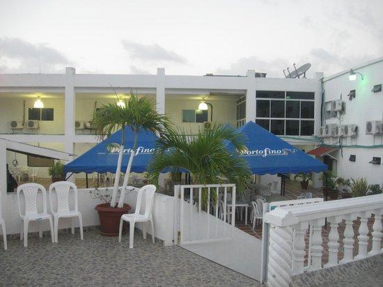 Hotel Portofino:                   Vista desde la piscina.