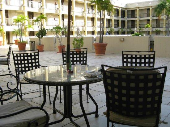 Windward Passage Hotel: in-cpurt terasse