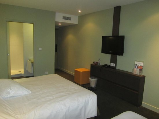 Ibis Styles Saint Julien en Genevois Vitam: Basic but confortable